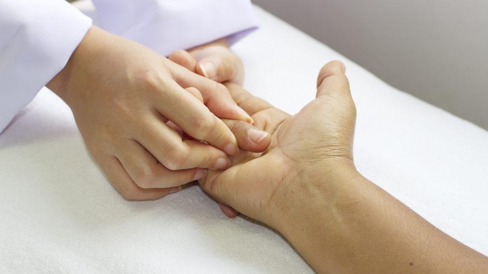 Разработка суставов пальцев рук симптомы метастаз рака в голеностопный сустав